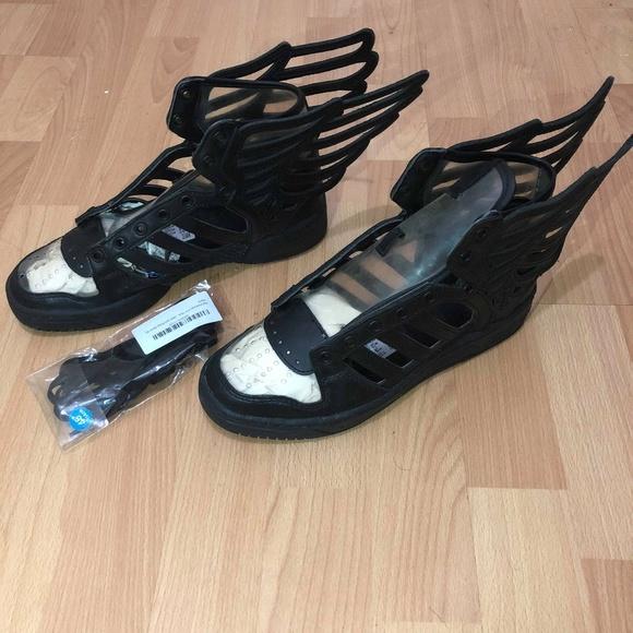 jeremy scott x le adidas jeremy scott adidas black wing cartonato